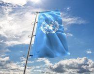UN - Flagge der Vereinten Nationen - in vielen Größen und Befestigungen (Premiumqualität)
